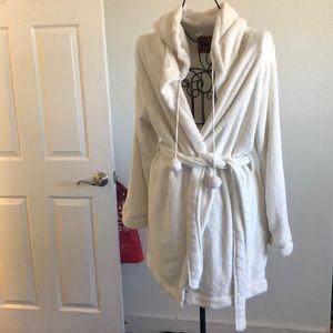 White xhiliration robe